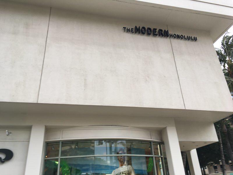 カラカウア通りから見たザ・モダン・ホノルル