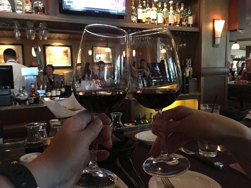 2杯目は8ドルのワインで乾杯!