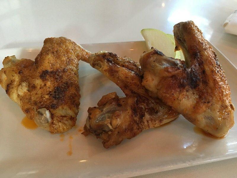 スモークハウスチキンウィング Smoke House Chicken Wings 8ドル