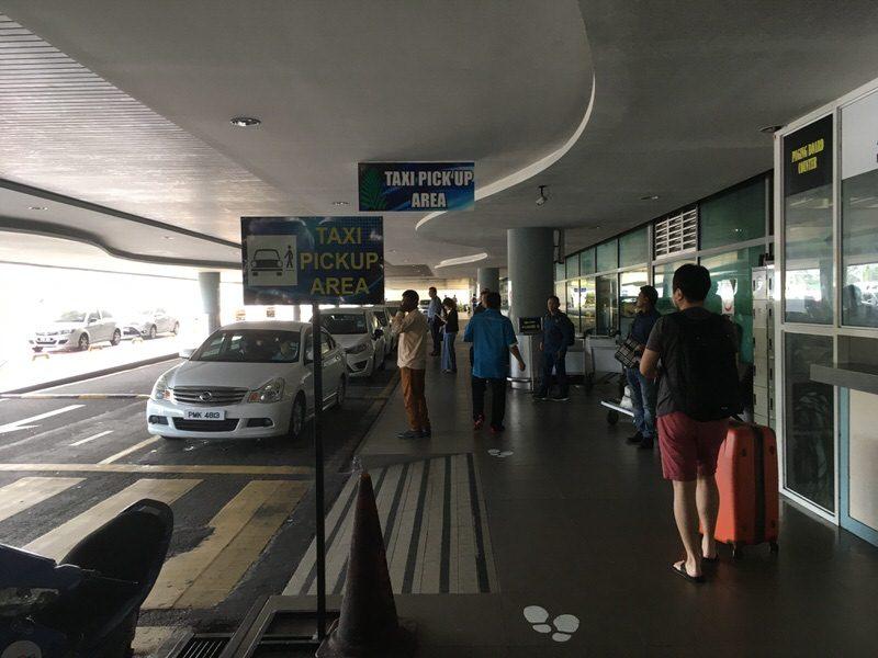 空港出てすぐにあるタクシー乗り場