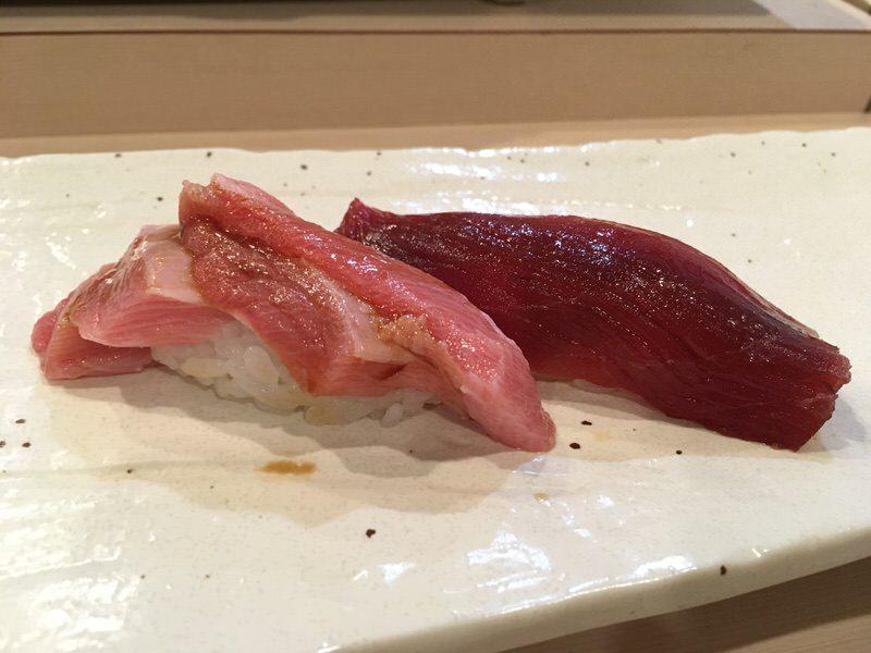 マグロの大トロと赤身の寿司
