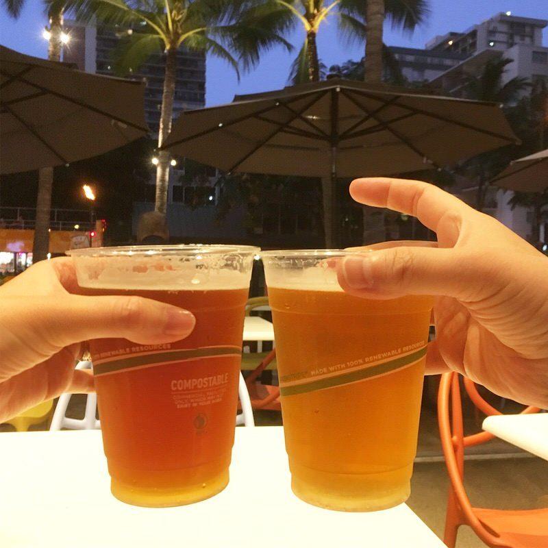 ザ・ストリート内のバーで買ってきた生ビールで乾杯!