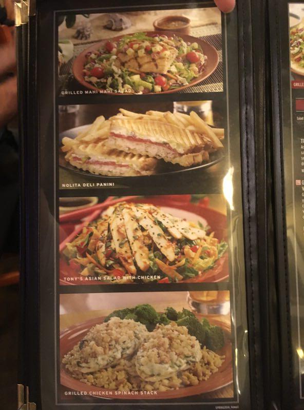 トニーローマ ワイキキのメニュー サラダ、サンドイッチ、サイドの写真
