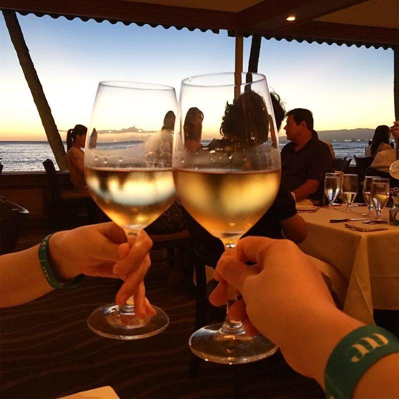 2杯目は白ワインで乾杯!