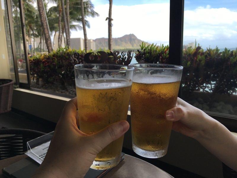 お友達が来る前に5ドルの生ビールで乾杯!