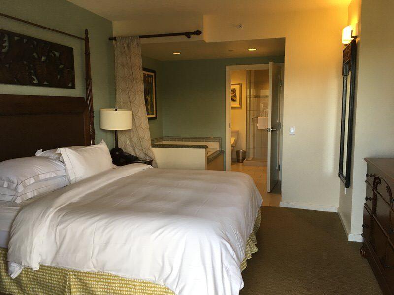 グランドワイキキアン 2711号室のベッドルーム