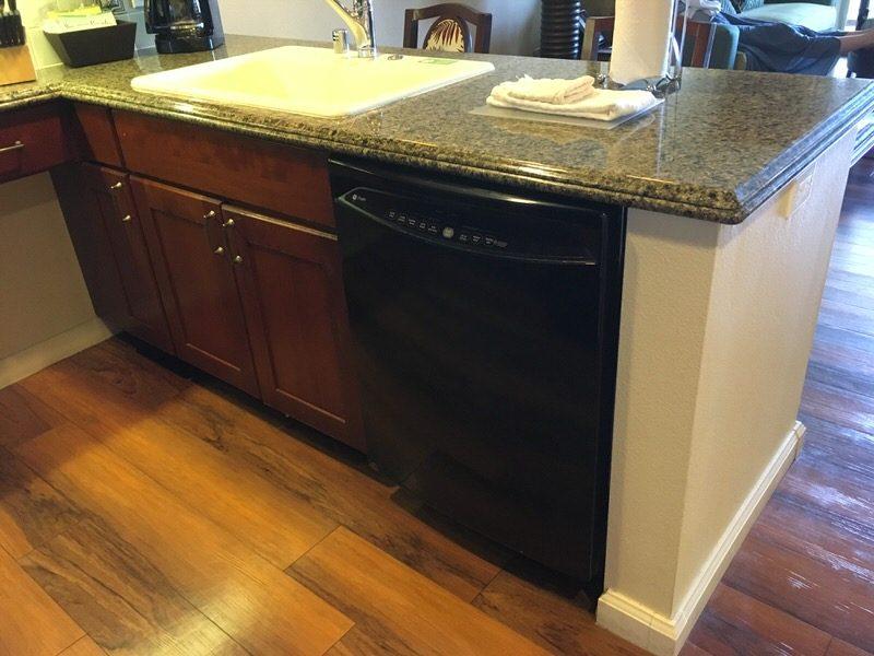 キッチンの食器洗浄機とシンク