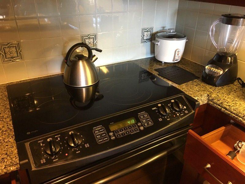 やかんや炊飯器も完備