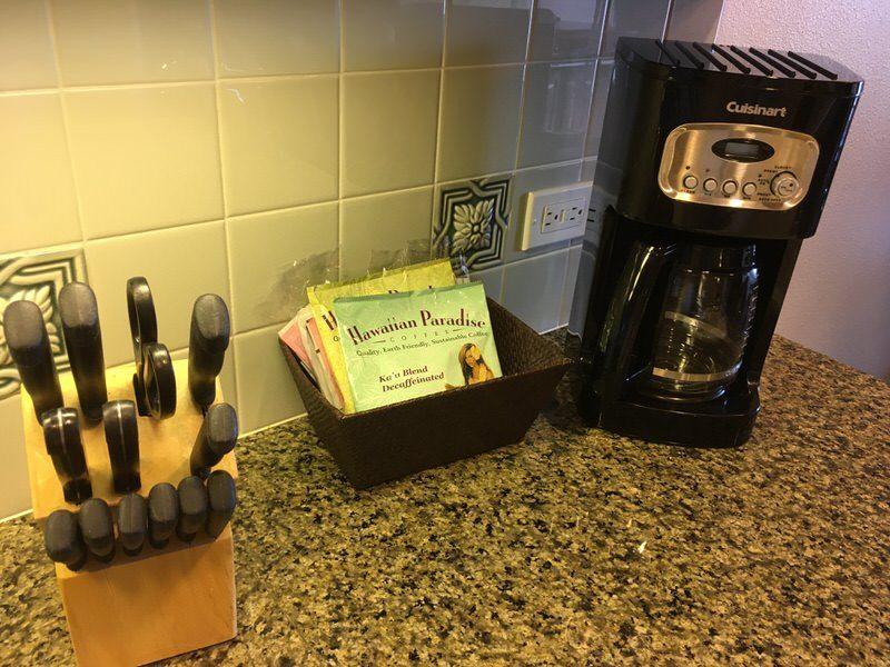 コーヒーメーカーとナイフ類