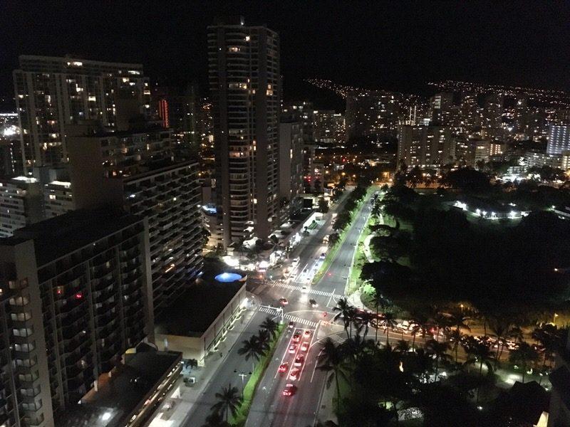 グランドワイキキアン 2711号室からの夜景