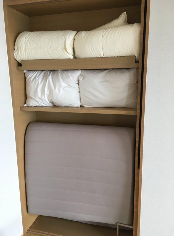和室の押入れには布団が。