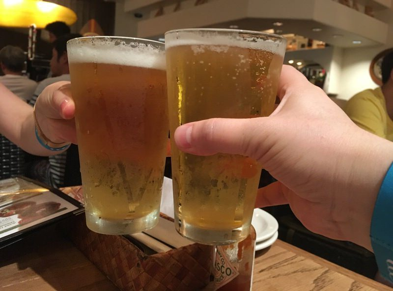 ロングボード・ラガー(生ビール) 6.5ドルで乾杯!