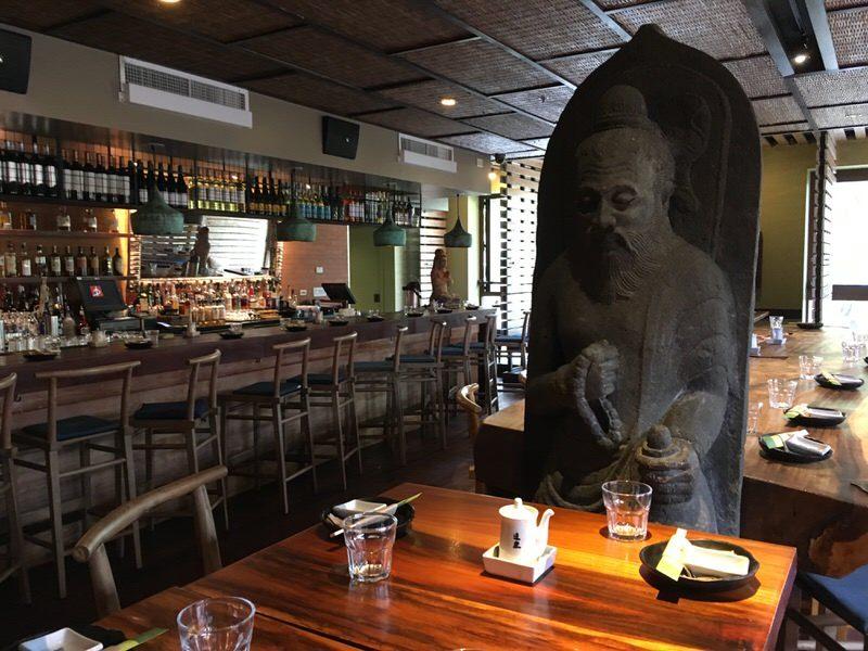 道楽寿司の店内にある像