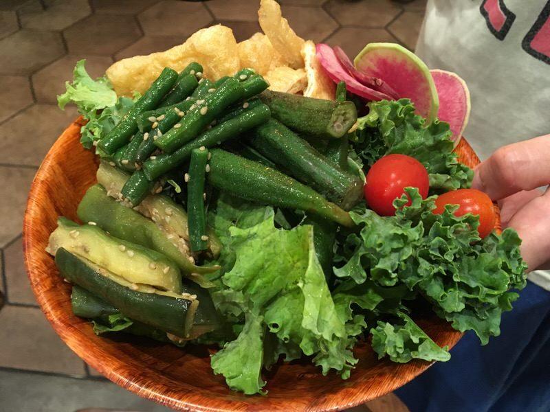サラダバーから取ってきた野菜