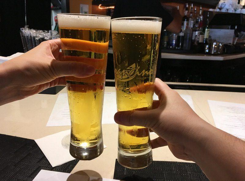 5ドルのペローニドラフト(peroni draught)で乾杯!