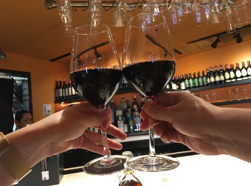 6ドルの赤ワインで乾杯!