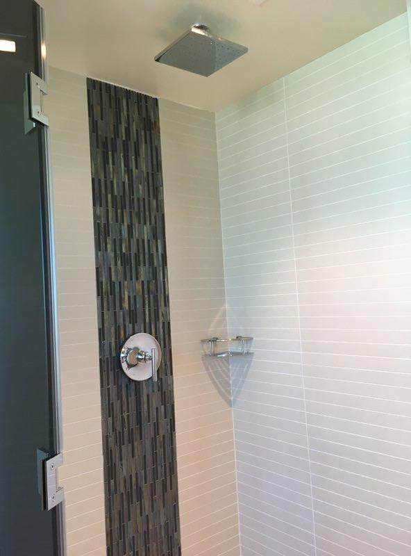 メインのバスルームのシャワー