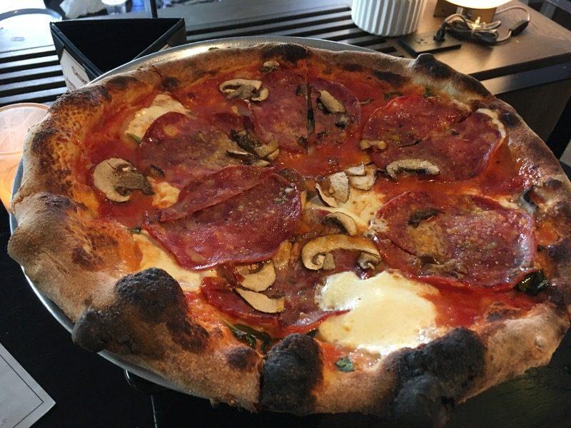 サラミピザ Salami Pizza 13ドル (通常19ドル)