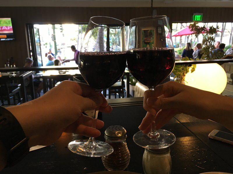5ドルのグラスワインで乾杯!