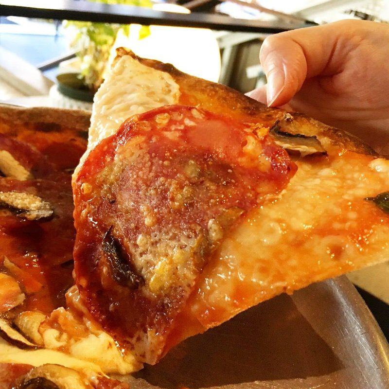 アペティートのイタリアンサラミピザ