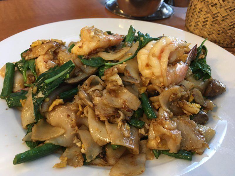 42. Pad Kee Mao (Drunken Noodle) with Shrimp 14.95ドル