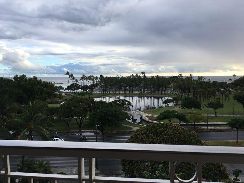 マリポサのテラス席からの景色 アラモアナパークが丸見え